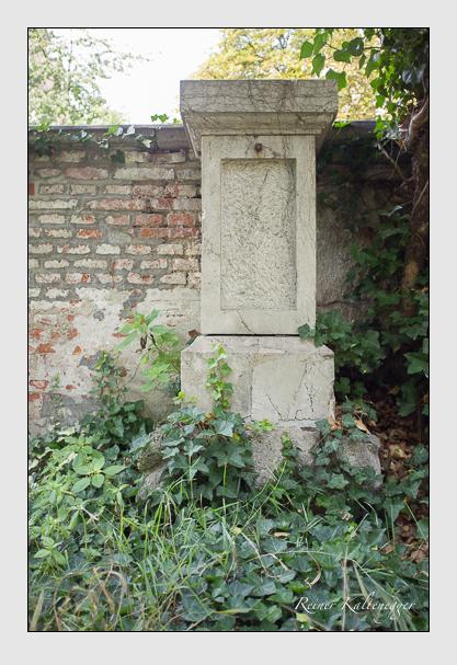 Grab der Familie Belli de Pino auf dem Alten Südfriedhof München (August 2012)