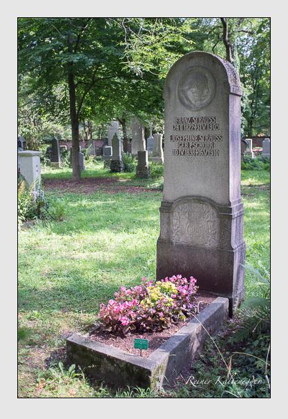 Grab der Familie Strauss auf dem Alten Südfriedhof München (August 2012)