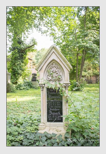 Grab der Familien Konrad · Zwack auf dem Alten Südfriedhof München (August 2012)