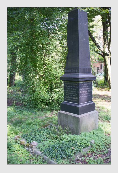 Grab der Familie Reischl auf dem Alten Südfriedhof München (August 2012)