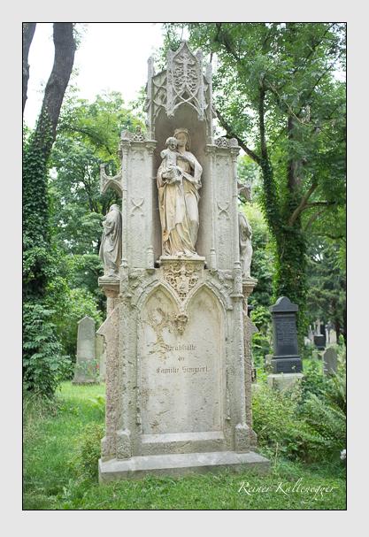 Grab der Familie Simmerl auf dem Alten Südfriedhof München (August 2012)