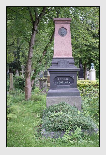 Grab der Familie Dall'Armi auf dem Alten Südfriedhof München (August 2012)