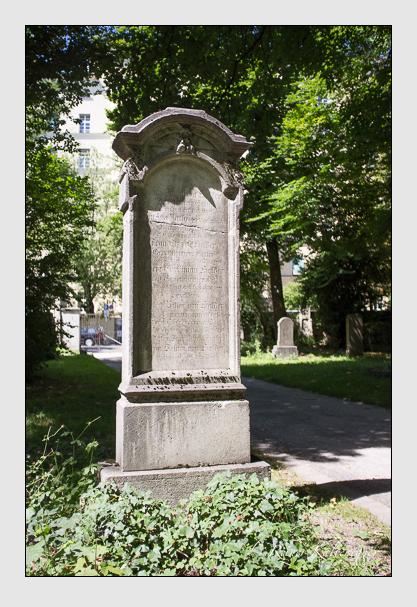 Grab der Familien Halder & Mattiowsky auf dem Alten Südfriedhof München (August 2012)
