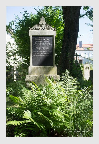Grab der Familie Aichele auf dem Alten Südfriedhof München (August 2012)