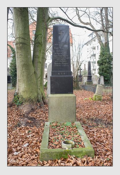 Grab der Familien Mayer & Pengler & Weinzierl auf dem Alten Südfriedhof München (Dezember 2012)