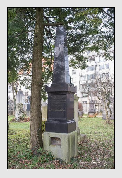 Grab der Familien Mendler & Schneider auf dem Alten Südfriedhof München (Dezember 2012)