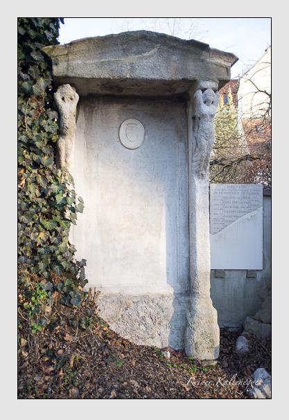 Grab der Familie d'Amadieu auf dem Alten Südfriedhof München (Dezember 2012)