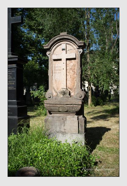 Grab der Familie Kratzer auf dem Alten Südfriedhof München (Juli 2013)