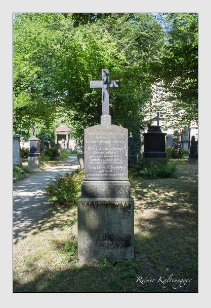 Grab der Familie Schwaiger auf dem Alten Südfriedhof München (Juli 2013)