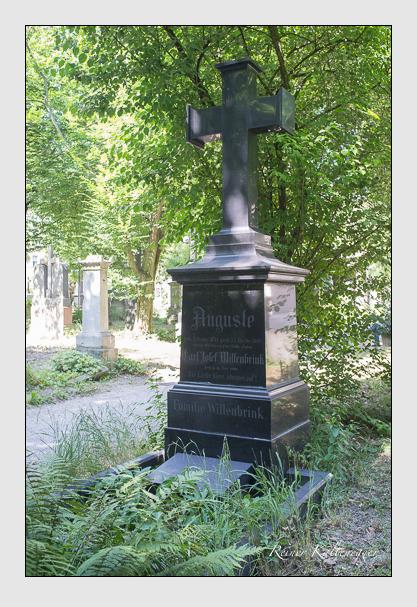 Grab der Familie Willenbrink auf dem Alten Südfriedhof München (Juli 2013)
