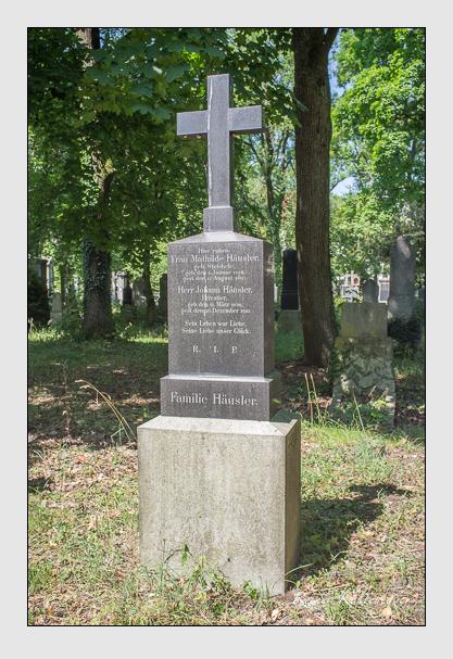 Grab der Familie Häusler auf dem Alten Südfriedhof München (Juli 2013)