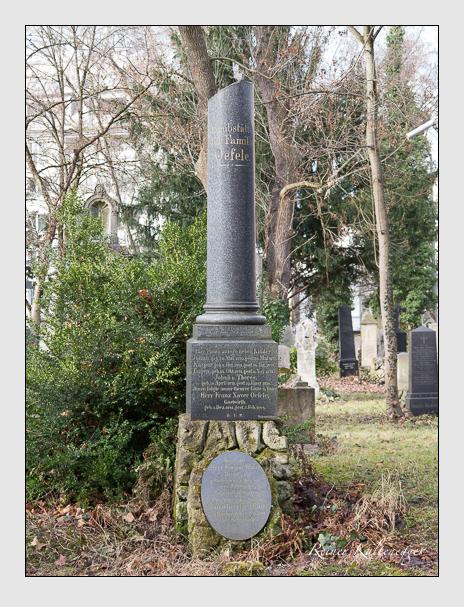 Grab der Familien Maier & Öfele auf dem Alten Südfriedhof München (Januar 2014)