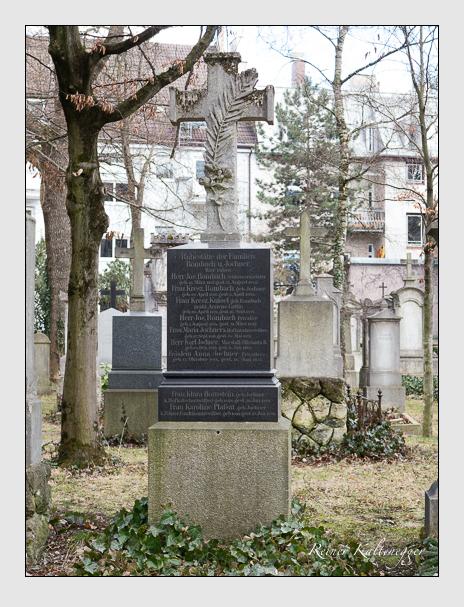Grab der Familien Hornstein · Jochner · Kuisel · Plaßat · Rombach auf dem Alten Südfriedhof München (Februar 2014)