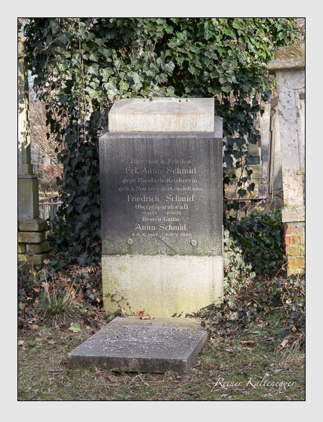 Grab der Familien Maurer-Vio · Schmid · Spitzeder auf dem Alten Südfriedhof München (Februar 2014)