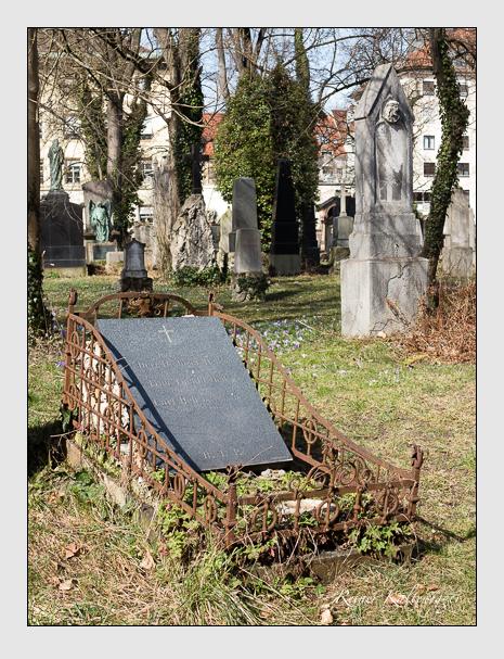 Grab der Familie Hell auf dem Alten Südfriedhof München (März 2014)