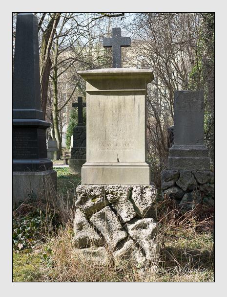 Grab der Familie Vogl auf dem Alten Südfriedhof München (März 2014)