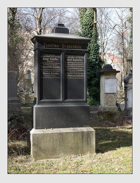 Grab der Familien Kipfmüller & Schäffer auf dem Alten Südfriedhof München (März 2014)