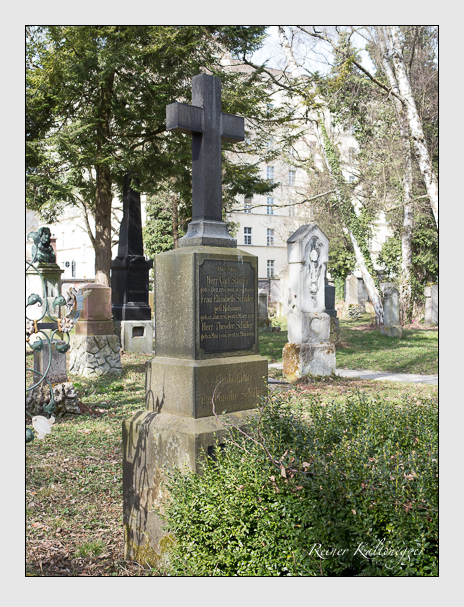 Grab der Familie Schüler auf dem Alten Südfriedhof München (März 2014)