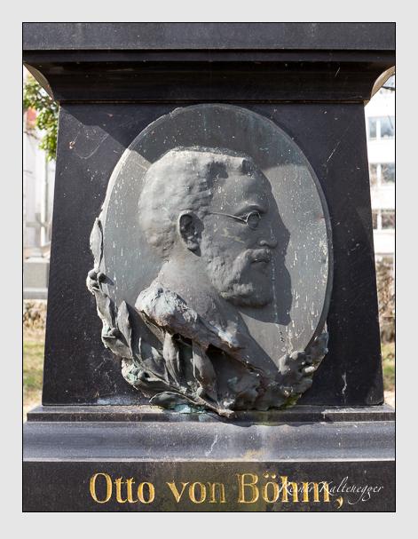Grab der Familie Böhm auf dem Alten Südfriedhof München (März 2014)