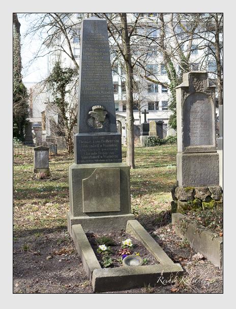 Grab der Familien Ries & Rittershausen & Völderndorff-Waradein auf dem Alten Südfriedhof München (März 2014)