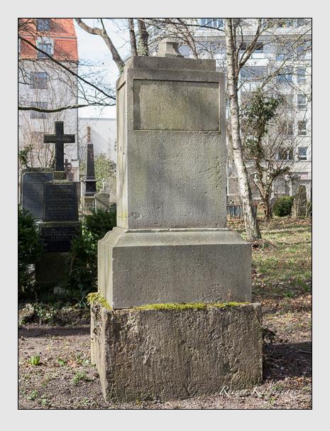 Grab der Familie Graf auf dem Alten Südfriedhof München (März 2014)