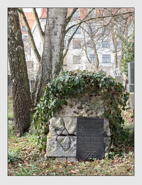 Grab der Familien Ehrenmüller & Habinger auf dem Alten Südfriedhof München (März 2014)