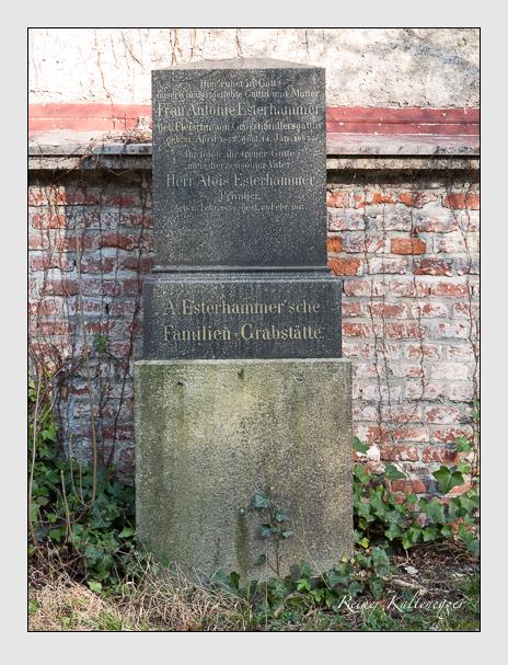 Grab der Familie Esterhammer auf dem Alten Südfriedhof München (März 2014)