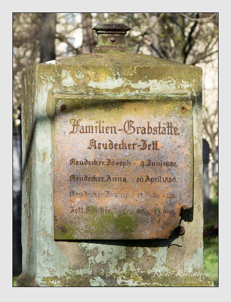 Grab der Familien Neudecker & Zetl auf dem Alten Südfriedhof München (März 2014)