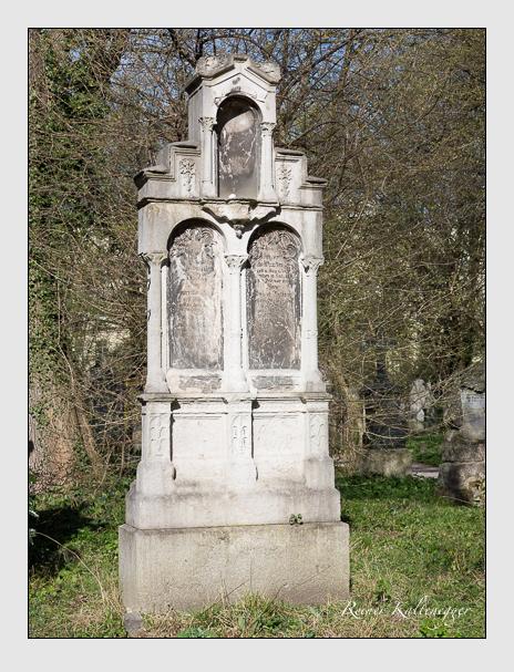 Grab der Familien Wunderlich & Zeller auf dem Alten Südfriedhof München (März 2014)