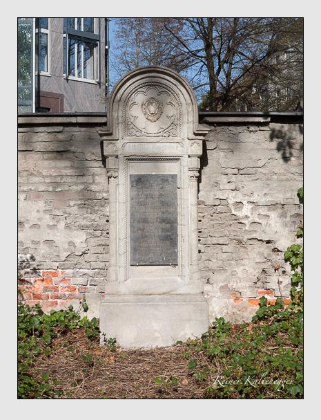 Grab der Familien Fischer & Guggenberger & Rabenhofer auf dem Alten Südfriedhof München (April 2014)