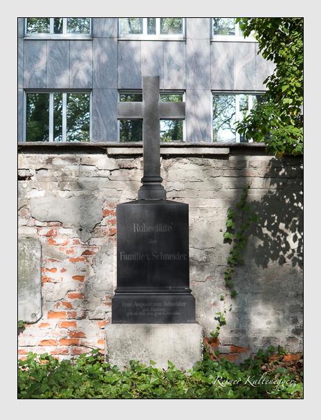 Grab der Familie Schneider auf dem Alten Südfriedhof München (April 2014)