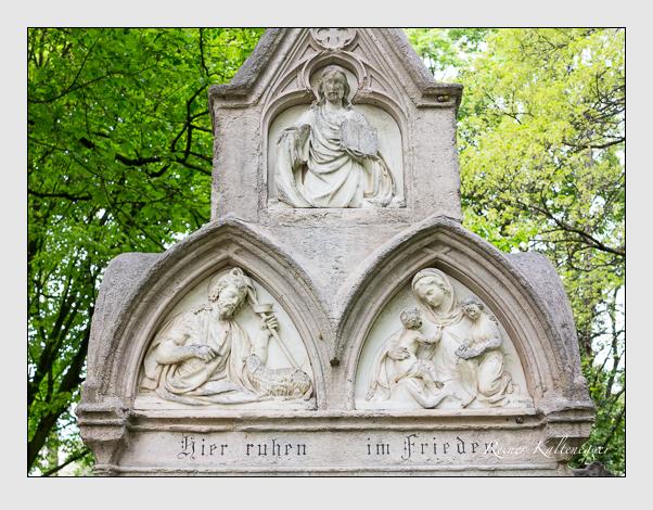 Grab der Familien Trappentreu & Wallpach auf dem Alten Südfriedhof München (April 2014)