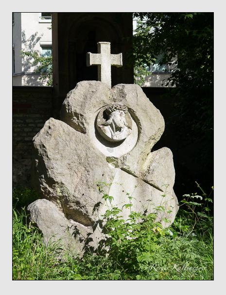 Grab der Familie Bischoff auf dem Alten Südfriedhof München (Juni 2014)