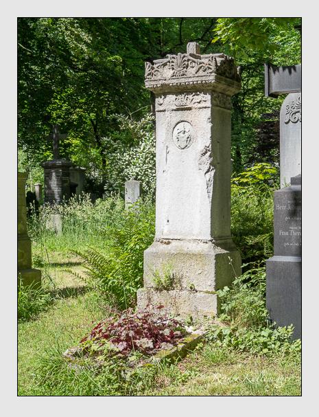 Grab der Familie Bar auf dem Alten Südfriedhof München (Juni 2014)