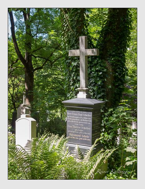 Grab der Familien Bauer & Schels & Schiber & Übel auf dem Alten Südfriedhof München (Juni 2014)