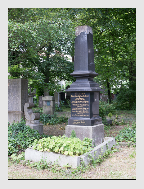 Grab der Familien Hechtel & Käsbohrer auf dem Alten Südfriedhof München (Juni 2014)