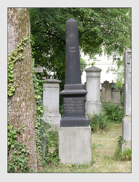 Grab der Familie Stöger auf dem Alten Südfriedhof München (Juni 2014)