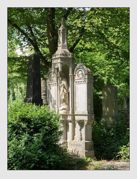 Grab der Familien Cramer & Hauser & Pinggera auf dem Alten Südfriedhof München (Juni 2014)