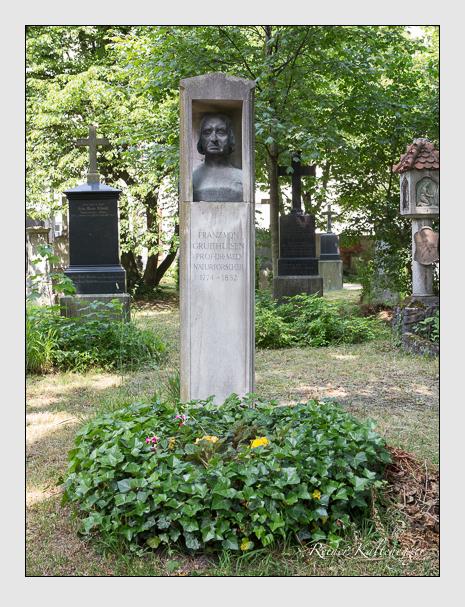 Grab der Familie Gruithuisen auf dem Alten Südfriedhof München (Juni 2014)