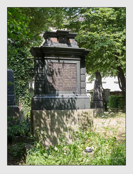 Grab der Familie Soyter auf dem Alten Südfriedhof München (Juni 2014)