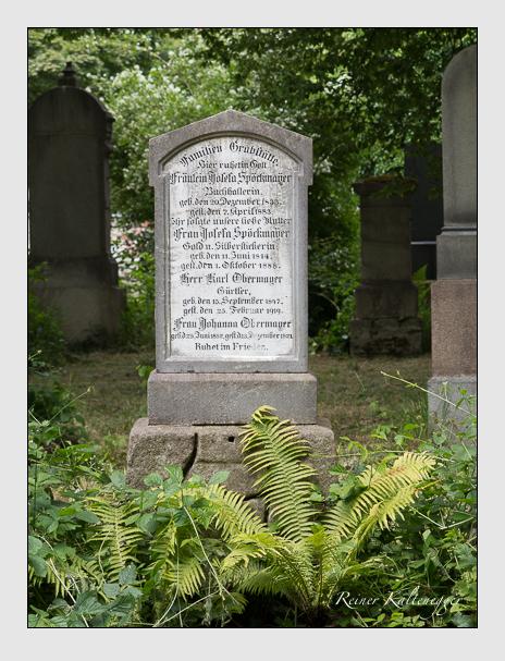 Grab der Familien Obermayer & Spöckmayer auf dem Alten Südfriedhof München (Juni 2014)