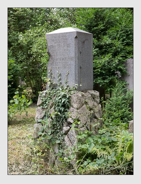 Grab der Familie Zischl auf dem Alten Südfriedhof München (Juni 2014)