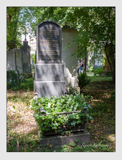 Grab der Familie Schmidtlein auf dem Alten Südfriedhof München (Juni 2014)