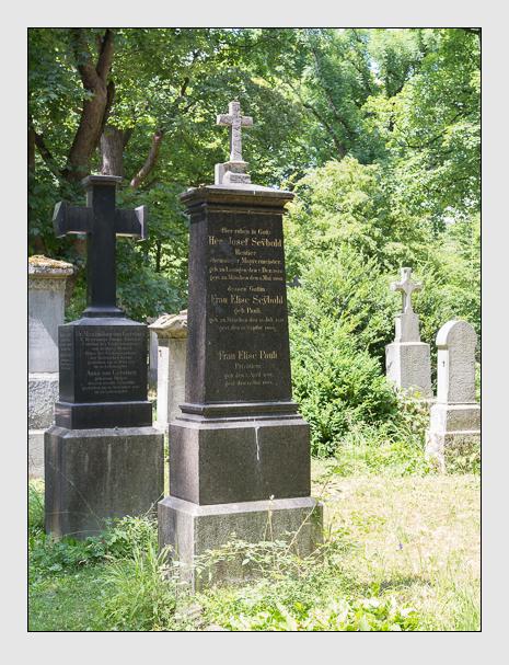 Grab der Familien Pauli & Seybold auf dem Alten Südfriedhof München (Juni 2014)