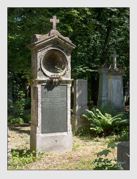 Grab der Familien Friedl · Fröhlich auf dem Alten Südfriedhof München (Juni 2014)