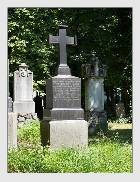 Grab der Familien Schuster · Windscheid auf dem Alten Südfriedhof München (Juni 2014)