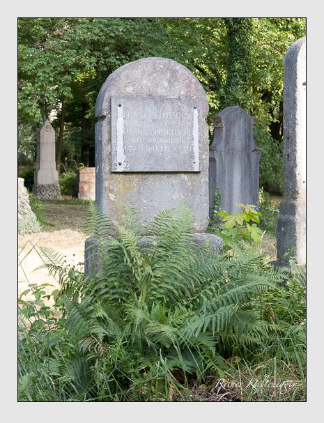 Grab der Familie Petritschek auf dem Alten Südfriedhof München (Juni 2014)