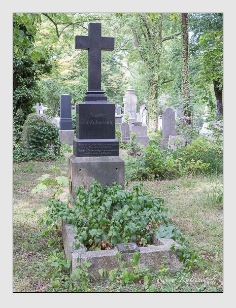 Grab der Familie Zabuesnig auf dem Alten Südfriedhof München (Juni 2014)