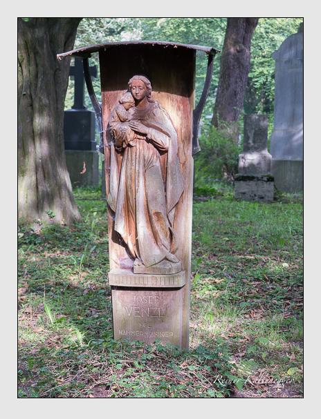 Grab der Familien Pöppl · Venzl auf dem Alten Südfriedhof München (Juli 2017)