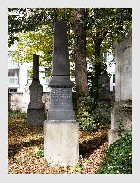 Grab der Familien Rheinl & Schleicher auf dem Alten Südfriedhof München (Oktober 2014)